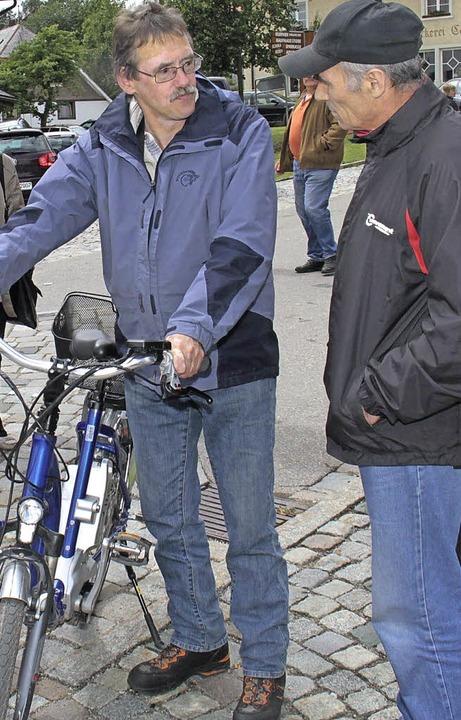 Beim Dorffest im Jahr 2011 in Grafenha...se Probefahrten  mit einem E-Bike an.   | Foto: Chris Seifried