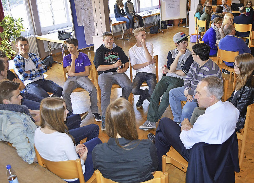 Beim Jugendforum im Bürgersaal Bleibac...ragen und Problemen von Jugendlichen.   | Foto: Sebastian Heilemann