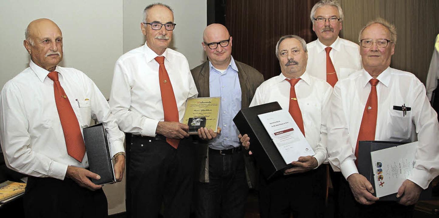 Der Vorsitzende Gottfried Wetter (Zwei...r, Karlheinz Müller und Dieter Kolar.     Foto: herbert trogus