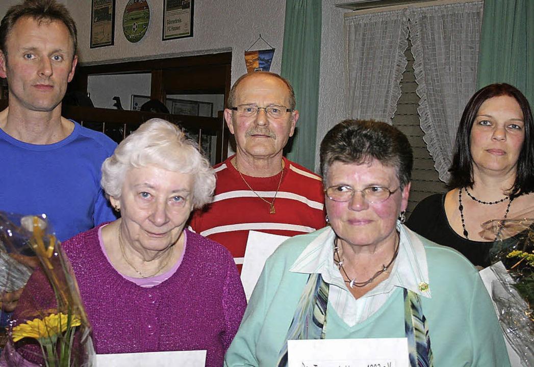 Mitgliedsehrung beim TV (von links): A... Bettina Weißenberger. Foto: Ines Bode  | Foto: Ines Bode