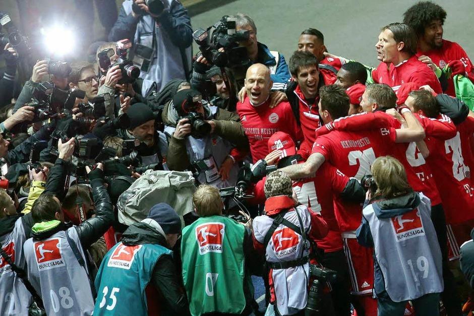 Der FC Bayern München hat die deutsche Fußball-Meisterschaft gewonnen – was auch abgezockte Profis jubilieren lässt. (Foto: dpa)