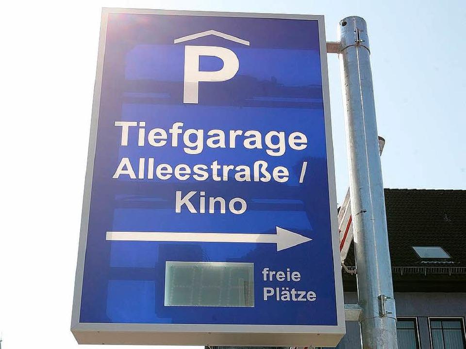 Neuer Service für Autofahrer: Die Digitalanzeige an der Gärtnerstraße  | Foto: Bastian Henning