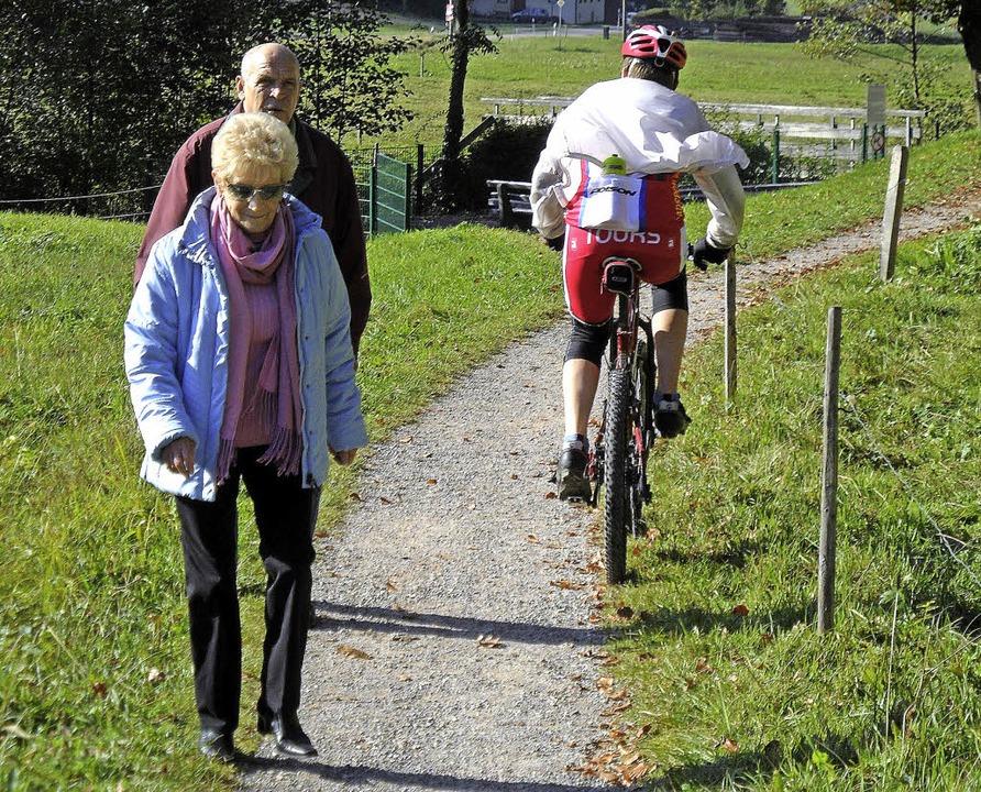 Ein freundliches Miteinander von Wanderern und Radfahrern sollte das Ziel sein.     Foto: Markus Donner