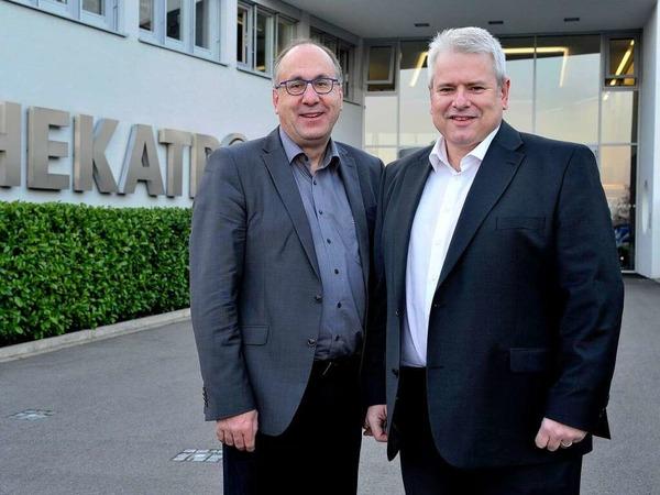 Jobmotor 2013, Hekatron in Sulzburg, Rauchmelder, Geschäftsführer Peter Ohmberger (li.) und Michael Roth