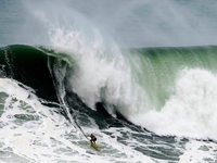 Die höchste Welle der Welt? Surfer jagen einen Rekord