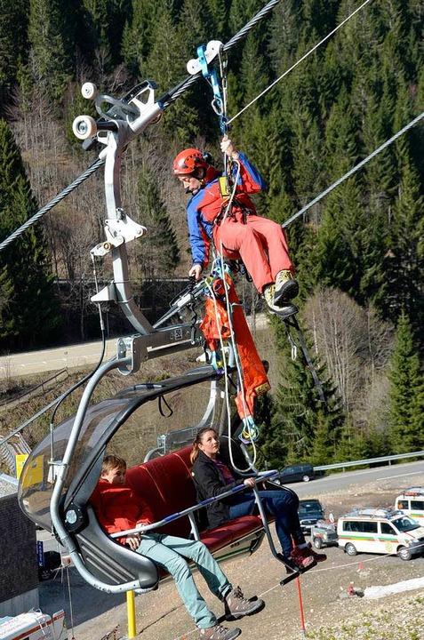 Die Bergwacht Schwarzwald probt die Re...sten des Sessellifts bei Todtnau-Fahl.  | Foto: Susanne Ehmann