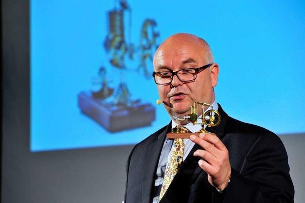 Preisverleihung des Jobmotor 2013 in der Meckelhalle der Sparkasse Freiburg-Nördlicher Breisgau. Moderator Achim Eickhoff mit Jobmotor