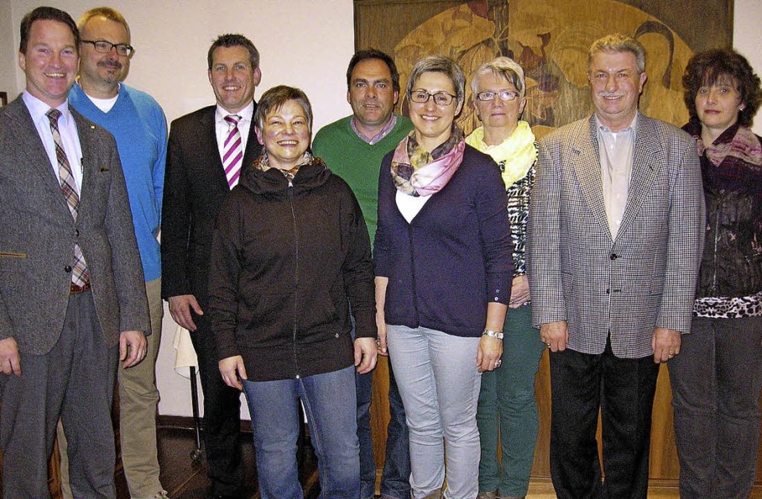 Versammlungsleiter Marc Speck und die ... Schilling, Diana Lewetag (von links)     Foto: eberhard stotz
