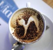 DIE SPINNEN, DIE R�MER: Beim Cappuccino h�rt der Spa� auf