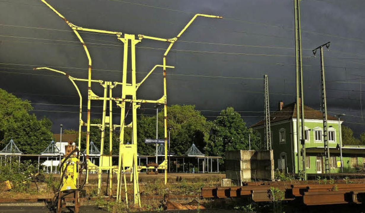 Gewitterstimmung wegen der Bahnplanung...lten  unbeirrt  an der Tieflage fest.   | Foto: Simone Höhl