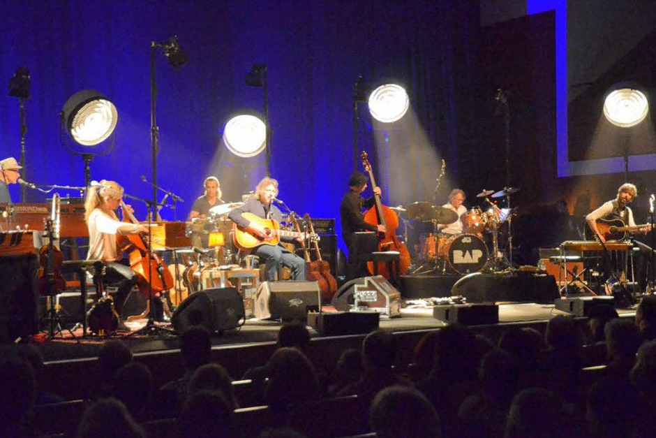 """Diesmal als akustisches Septett nach dem Motto: """"BAP zieht den Stecker"""", denn unplugged darf es nur bei MTV heißen. (Foto: Hans-Peter Müller)"""