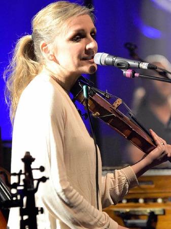 Seine Frau Anne de Wolf bringt als Multiinstumentalistin jede Menge ungewöhnliche Klangfarben ins Ensemblespiel.