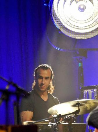 Steuert die besonderen Rhythmen bei: Der marokkanische Percussionist Rhami Krija