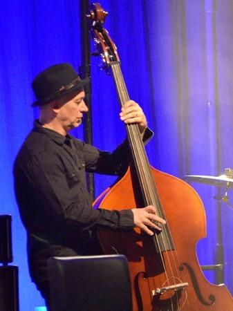 Gibt dem Ganzen Halt: Bassist Werner Kopal