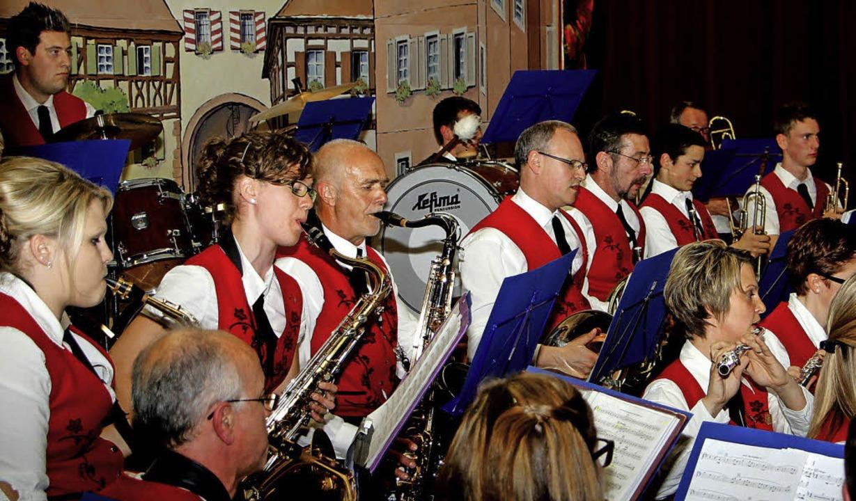 Mit einem beeindruckenden Konzert bege...örer in der Lazarus von Schwendihalle.  | Foto: herbert trogus