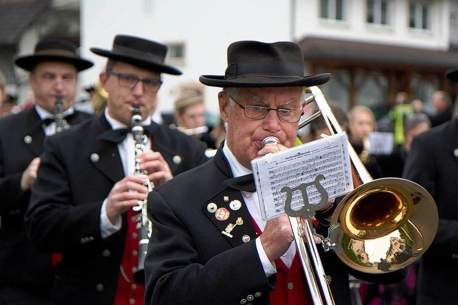 Maibaumstellen in Bleibach (Foto: Daniel Fleig)