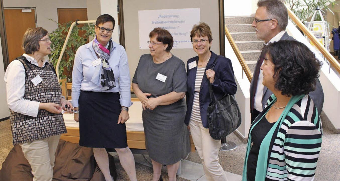 Waltraud Hermann, Daniela Gempler (Hei...ner (Verfahrenspflegerin) im Gespräch   | Foto: ZVG