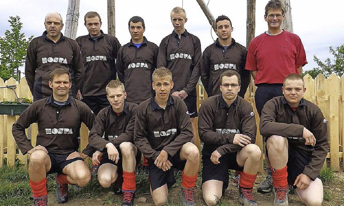 Die Mannschaft des Tauziehclubs Horben...iert (vorne links)in den neuen Trikots  | Foto: Privat