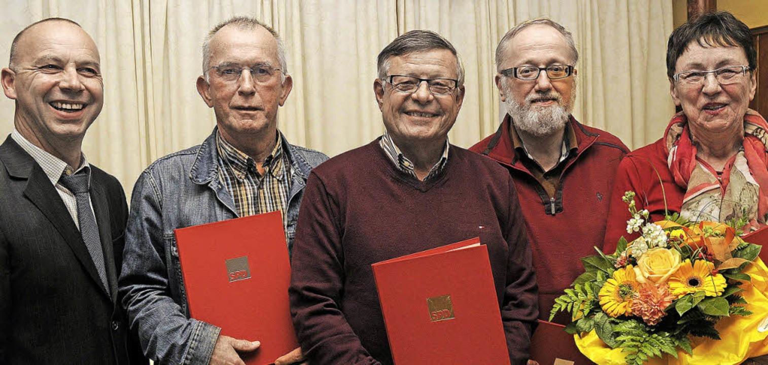 Vorsitzender Mark Rinderspacher (von l...acher, Fred Lukas und Brigitte Höhne.   | Foto: bettina schaller