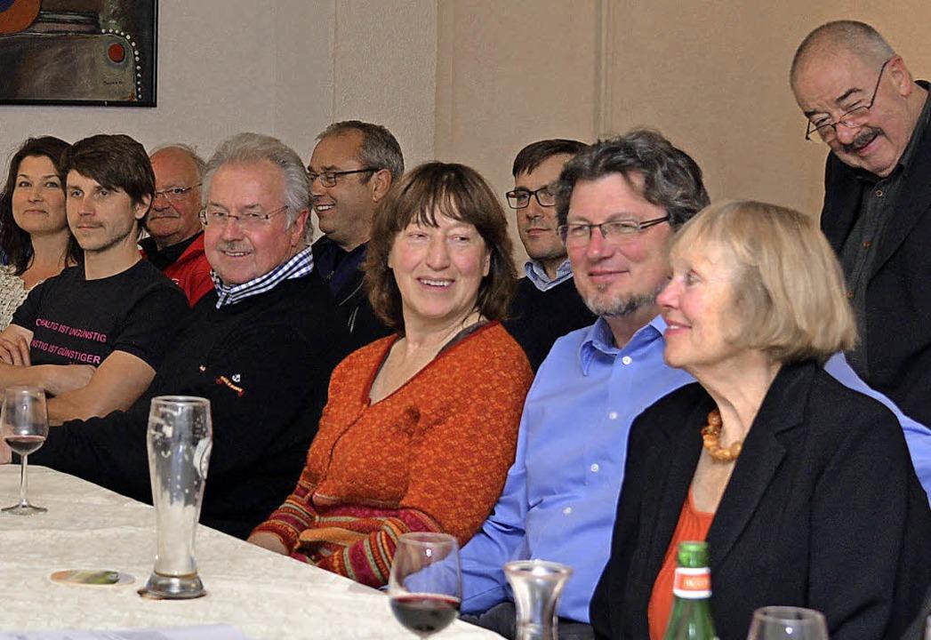 Die BI Zukunftsforum und Vertreter von...altung. Vorne im Bild ist Elke Habel.   | Foto: Martin Eckert