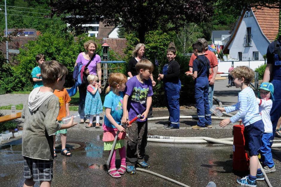 Wasserspiele bei der Jugendfeuerwehr (Foto: Volker Münch)