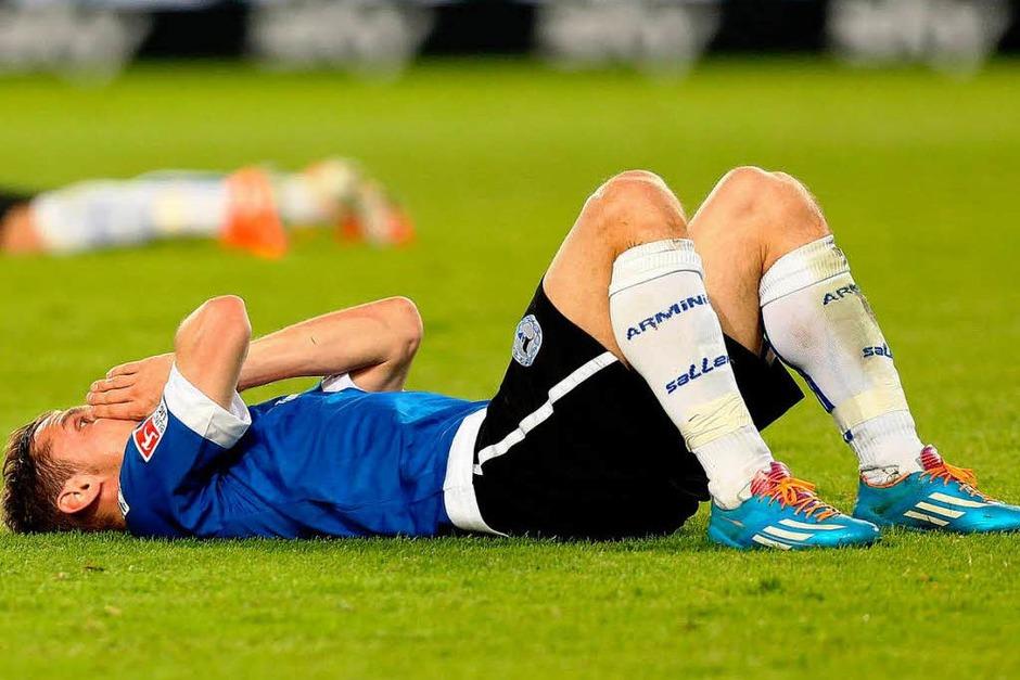 Fassungslosigkeit auf Bielefelder Seite nach dem Abstieg in die Dritte Liga. (Foto: dpa)