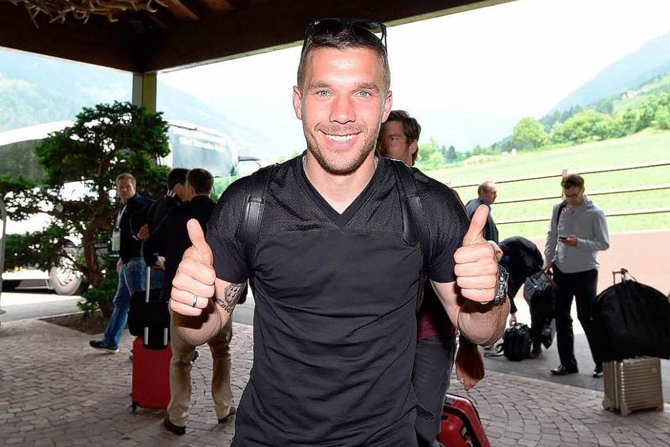 Daumen hoch: Lukas Podolski ist begeistert. (Foto: dpa)