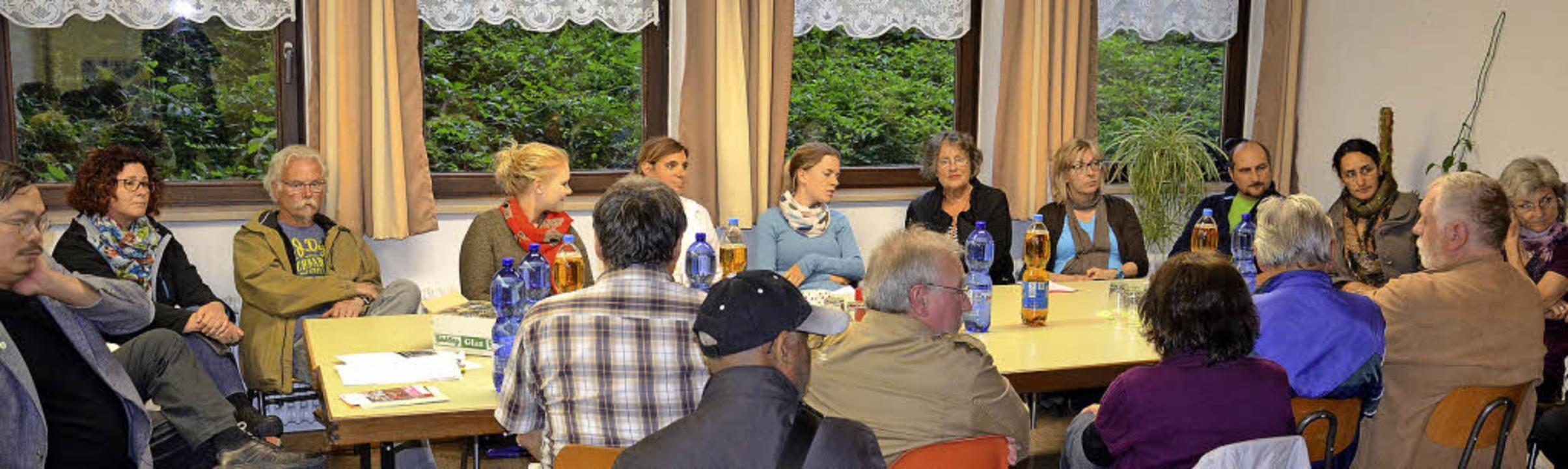 Beim zweiten Treffen des Arbeitskreise...and nahmen drei Dutzend Helfer  teil.     Foto: Schopferer