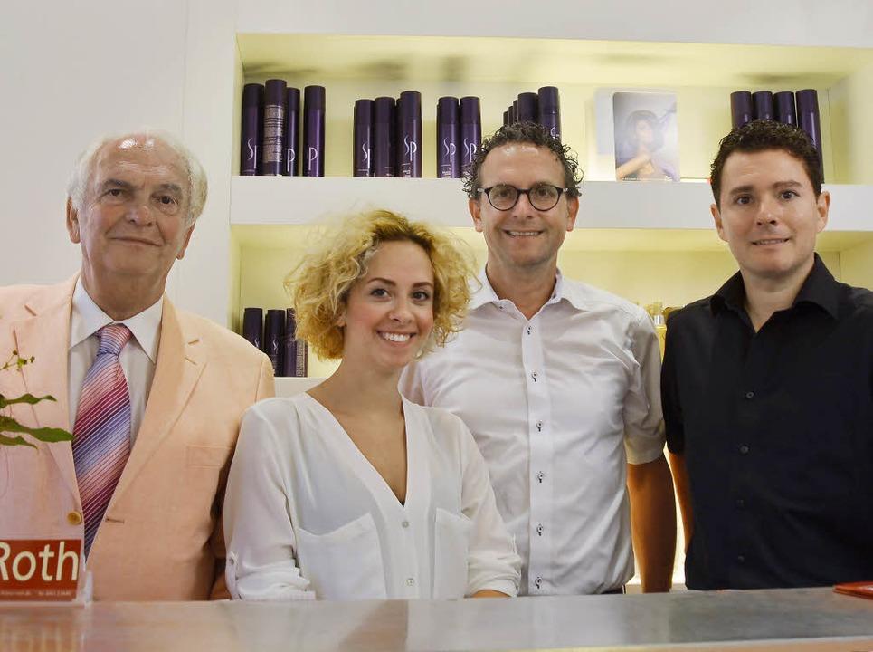 Sie freuen sich über 100 Jahre Friseur...ie und den Söhnen Dirk und Oliver Roth  | Foto: Anita Fertl
