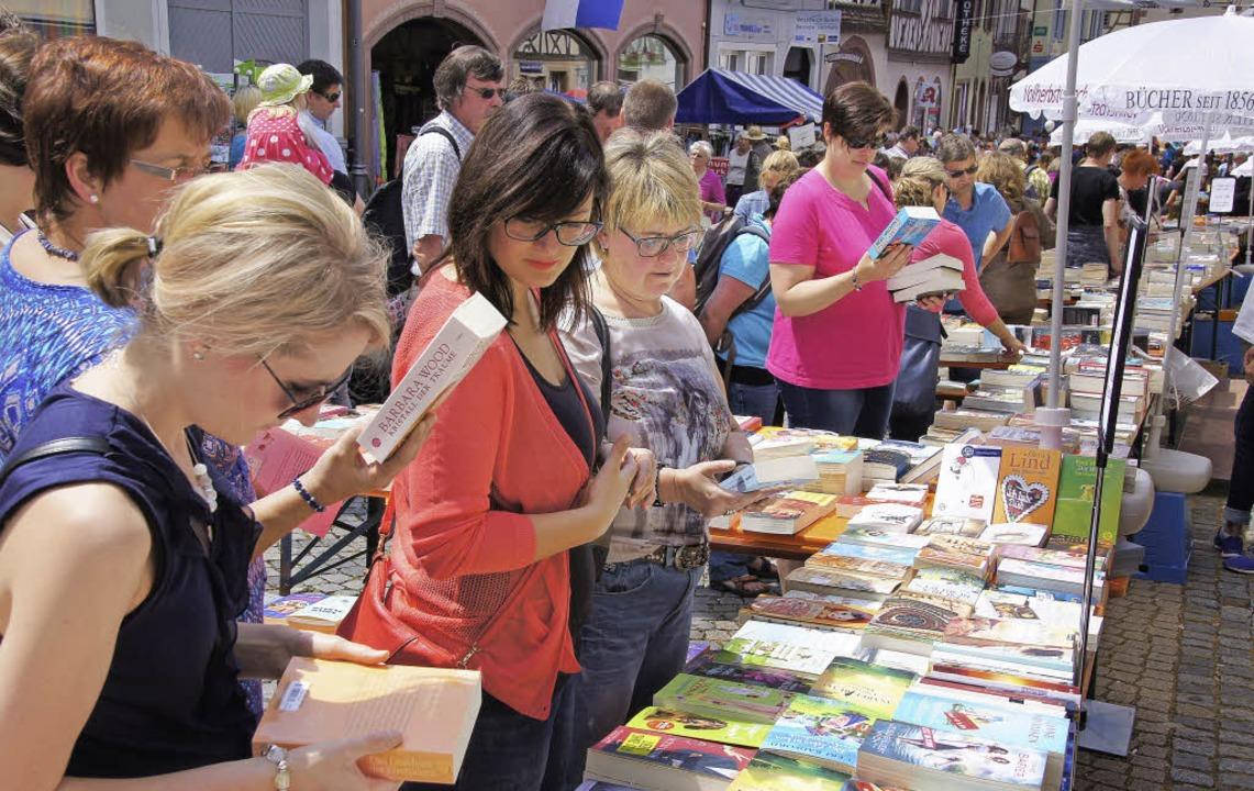 Büchermarkt und Live-Musik  | Foto: Ilona Huege