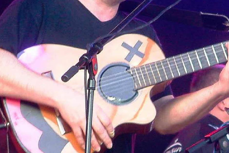 """<Text>Sänger und Gitarrist Oli Huber von der Band """"TCF""""</Text>. (Foto: Roswitha Frey)"""