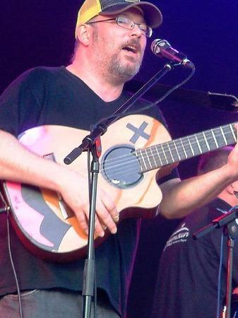 """<Text>Sänger und Gitarrist Oli Huber von der Band """"TCF""""</Text>."""