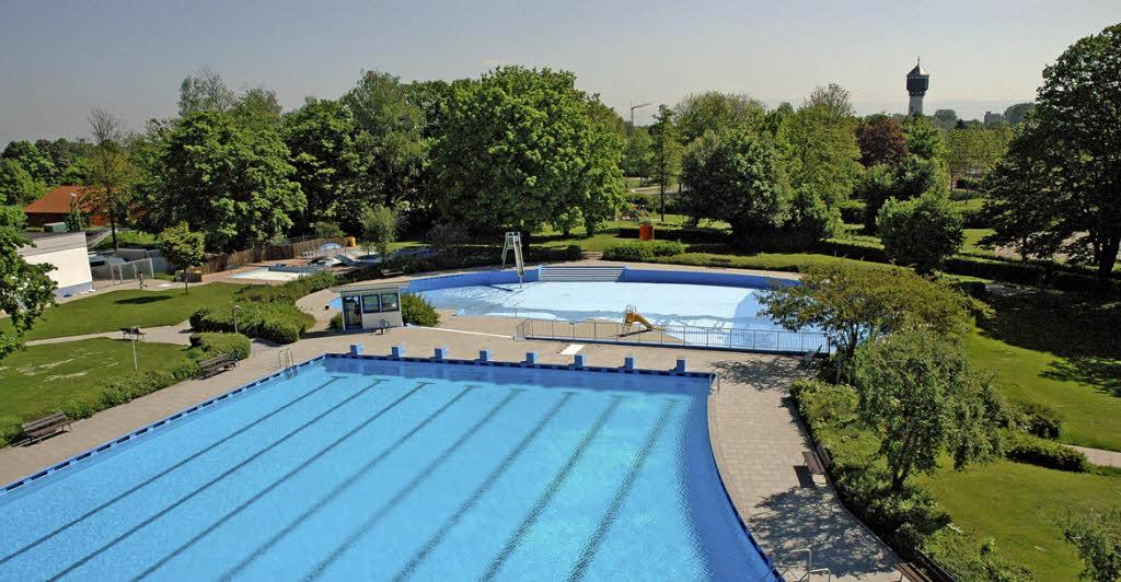 Mehr als 10 000 gingen in kehl baden ortenaukreis for Freiburg piscine