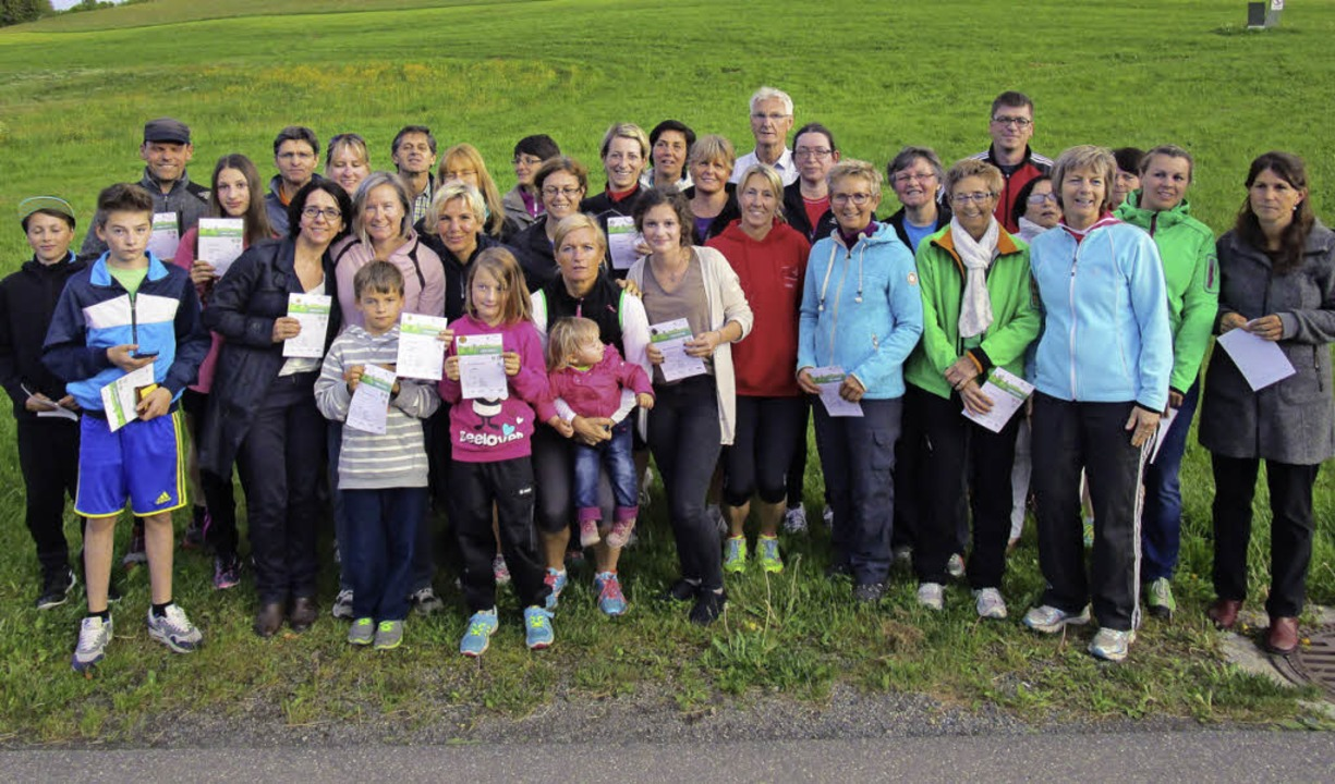 Die Bernauer Absolventen des Deutschen...ngenen Jahr mit ihren Auszeichnungen.   | Foto: Franz Kaiser
