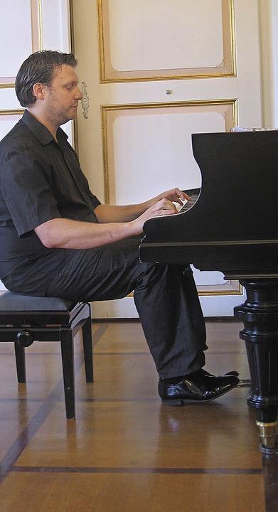 Robert Bärwald eröffnete das Abschlusskonzert.     Foto: H. Karig