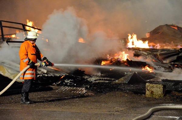 Großbrand im Schwarzwald: Die Lagerhalle eines Sägewerks in St. Blasien ist abgebrannt.