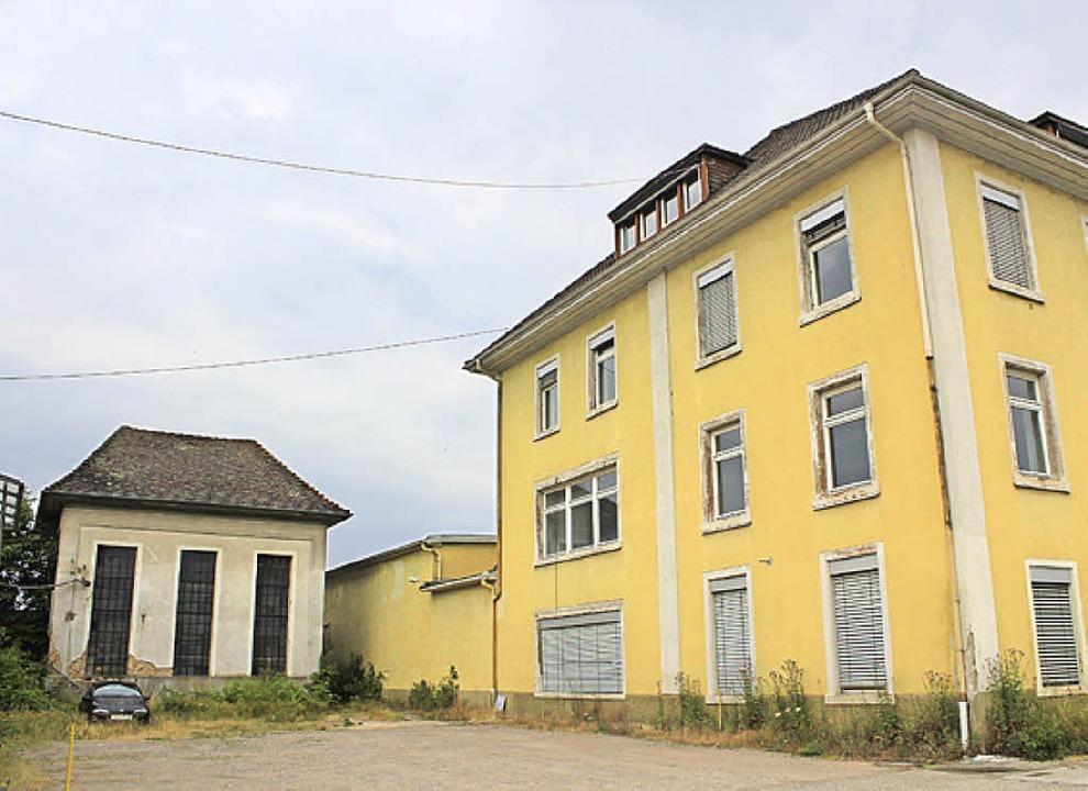 Das Turbinenhäuschen (links) als Nachb...enden Gebäude in die  Planung mit ein.  | Foto: Anja Bertsch