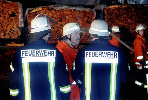 Großeinsatz der Feuerwehren aus Schuttertal, Seelbach und Lahr: Das Sägewerk Obert brannte ab.