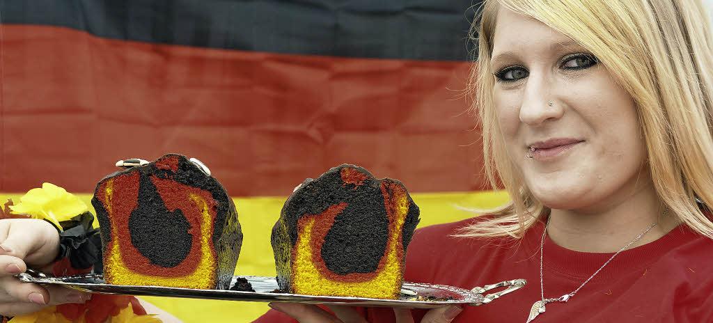 Alles in den Deutschlandfarben: Sogar der Rührkuchen von <b>Manuela Bickel</b> war <b>...</b> - 87439213
