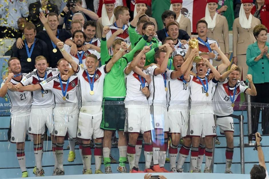 Deutsche Nationalmannschaft bejubelt den Titel (Foto: dpa)