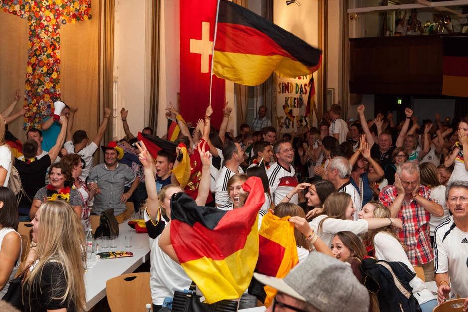Jubel im Pfarrzentrum Waldkirch: Wir sind Weltmeister. (Foto: Photographer: Gabriele Zahn)