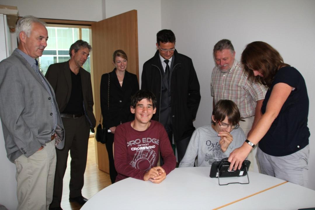 Lothar Hilfinger, Wilko Borchert, Bian...von links) beobachten Sacha und Felix.  | Foto: Sabine Model