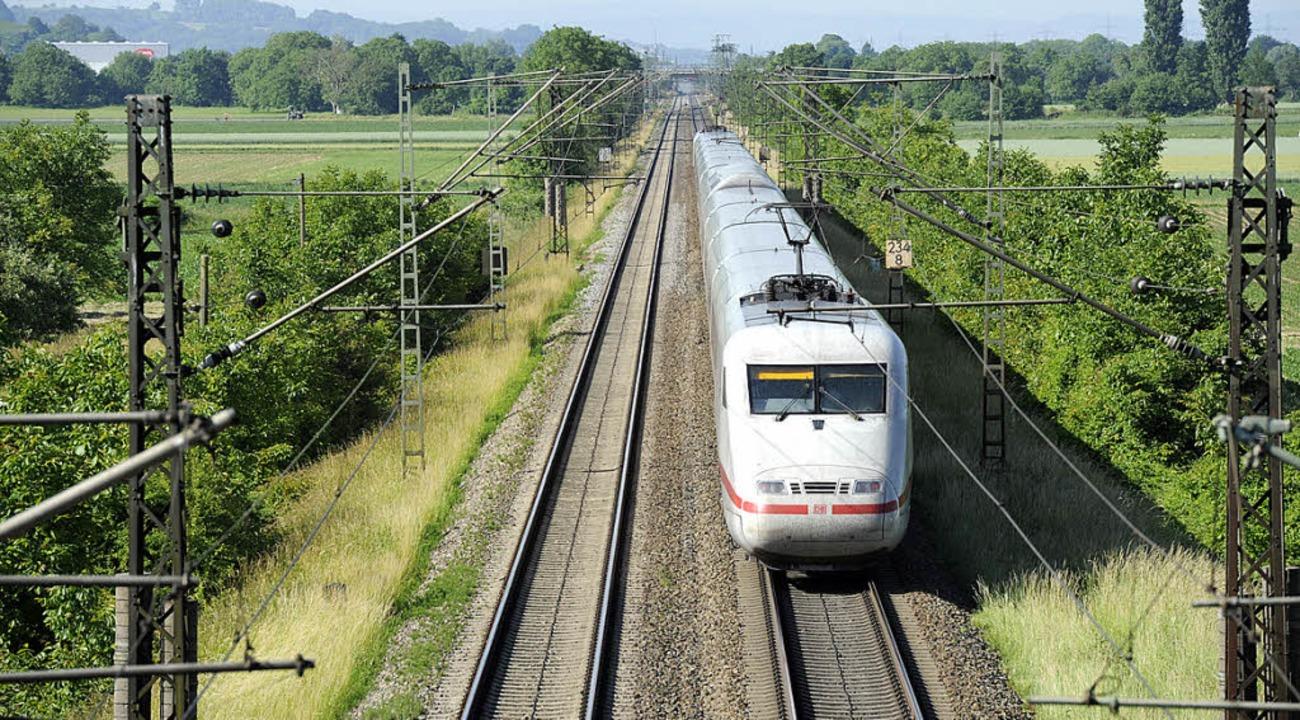 Das dritte und vierte Gleis halten das Markgräflerland in Atem.   | Foto: Münch