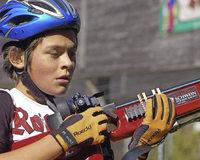 Mountainbiken und schießen