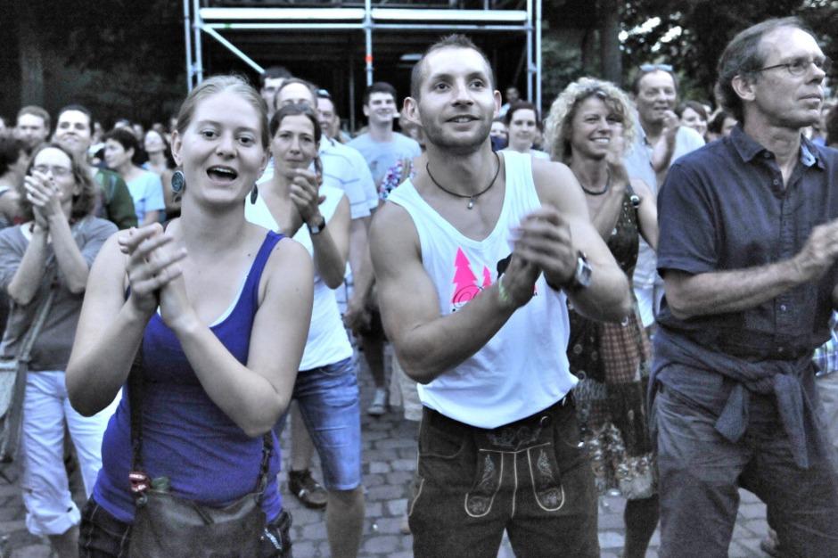 La Brass Banda verwandelte den Emmendinger Schlossplatz in eine Partyzone (Foto: Markus Zimmermann               )