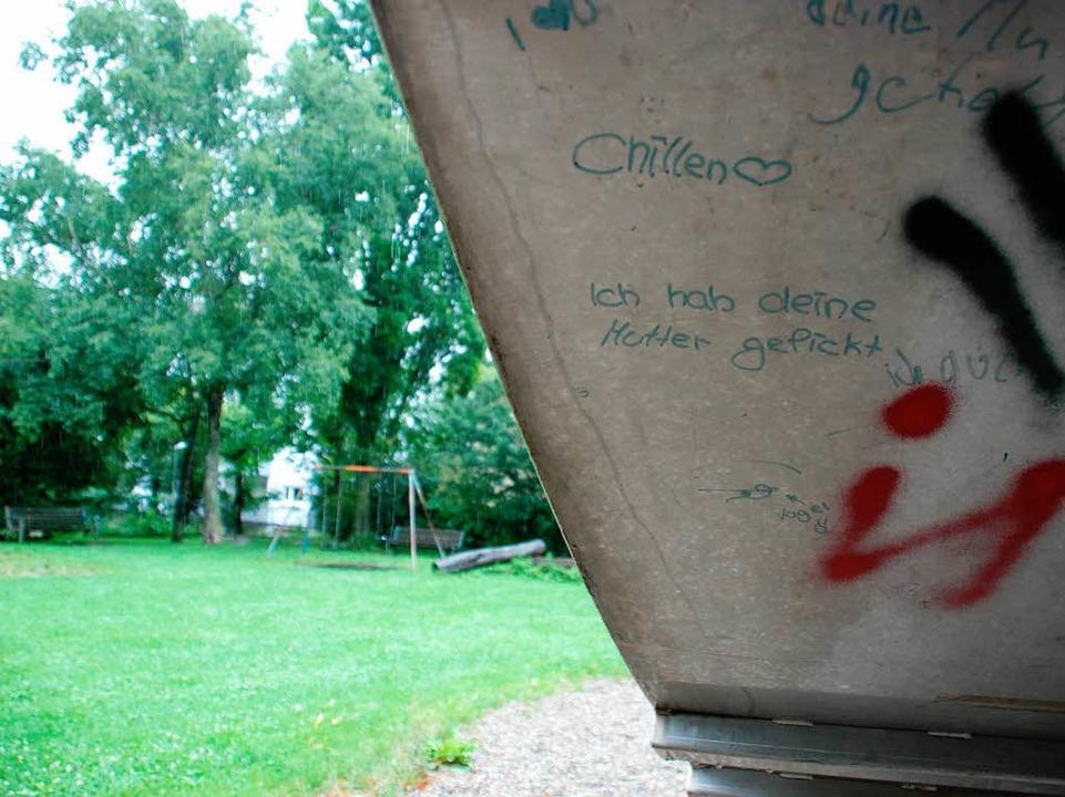 Der Spielplatz liegt idyllisch und fer...erseite der Rutsche, gibt es trotzdem.  | Foto: Charlotte Janz