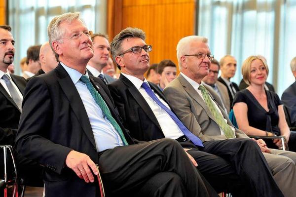 (Von links) Uni-Rektor Hans-Jochen Schiewer, Oberbürgermeister Dieter Salomon und der Ministerpräsident.