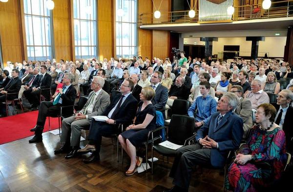 Das Publikum  in der Aula der Uni