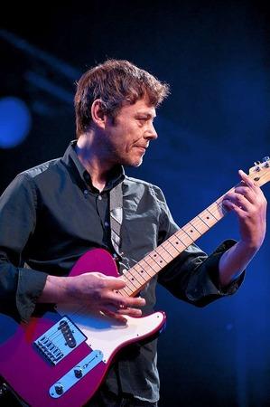 Gitarrist Mick Whitnall.