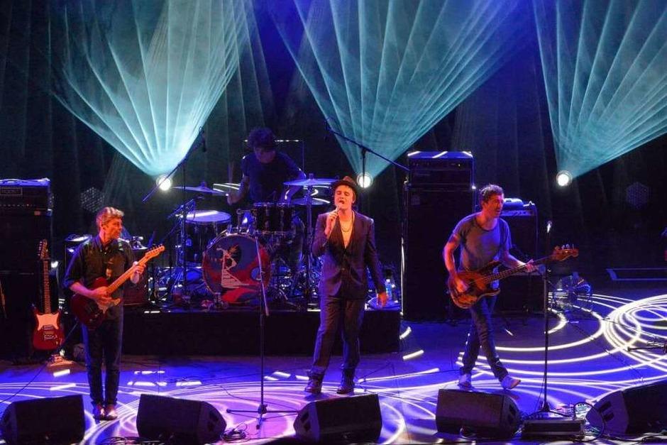 Pete Doherty und seine Band. (Foto: Barbara Ruda)
